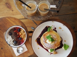 Pancakes & Smoothie Bowl im Coffee Distrikt - Berlin